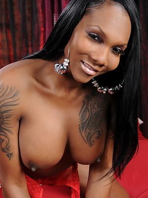 Ebony Elyktrah strokes her big dick
